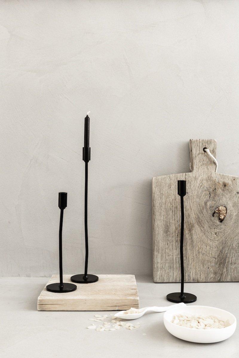 Industriële design kandelaar van zwart metaal bij Studio Perspective