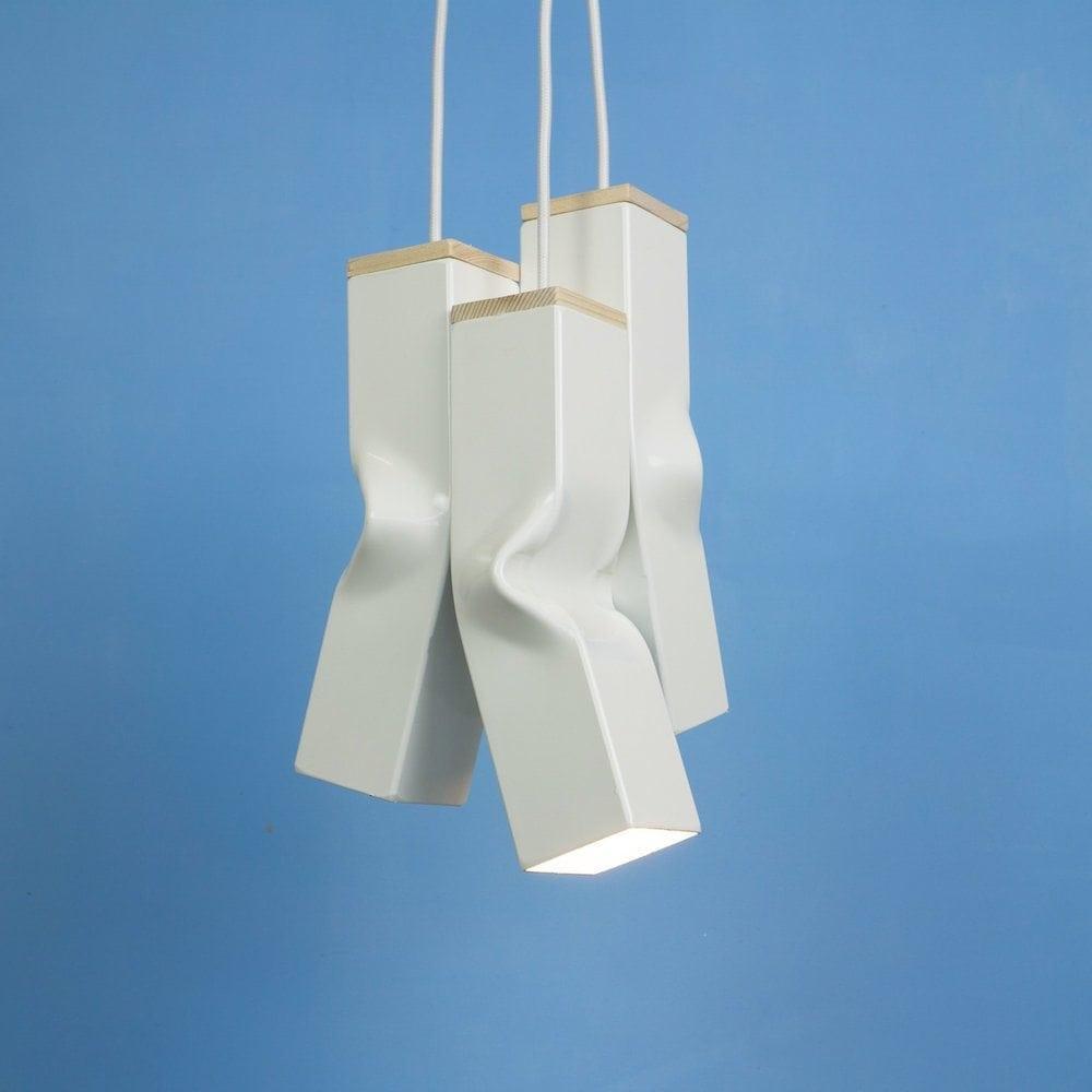Bendy Black van Tolhuijs Design is een betaalbare zwarte designlamp gemaakt van afval bij Studio Perspective.