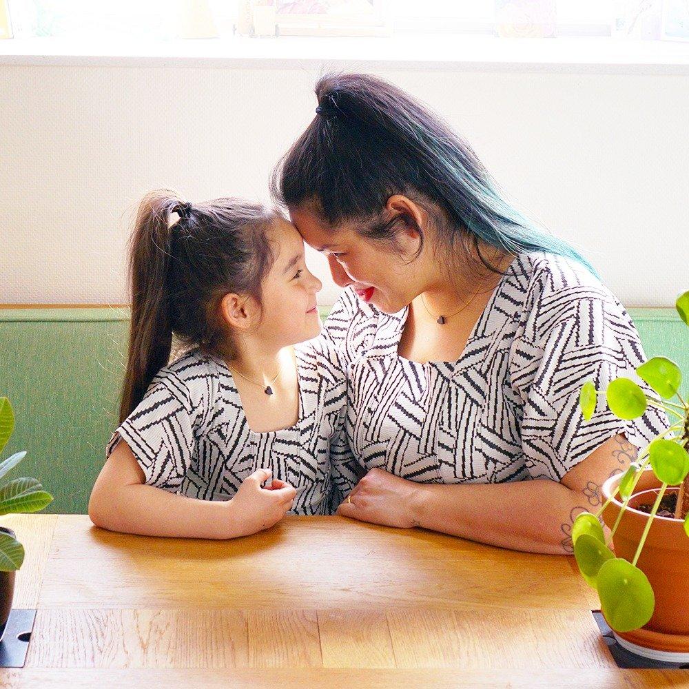 zwarte hartjesketting moeder en dochter