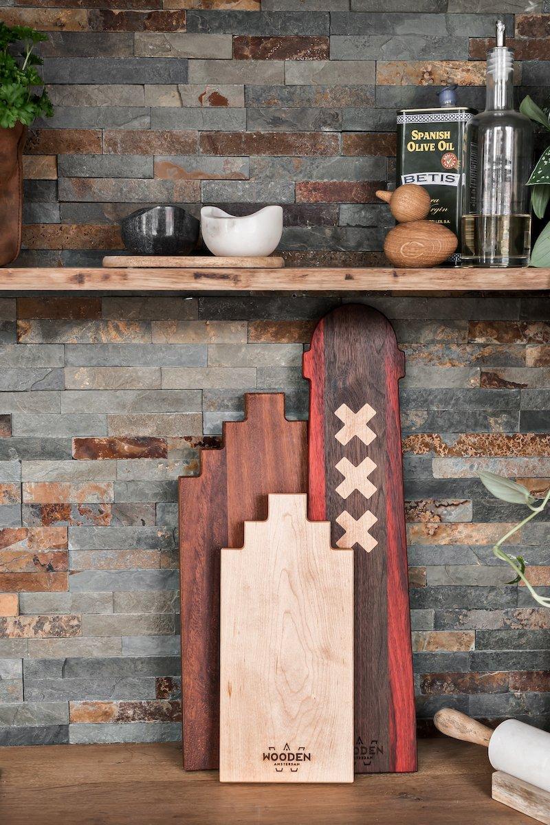 Wooden Amsterdam serveerplank Amsterdammertje walnoot bij Studio Perspective