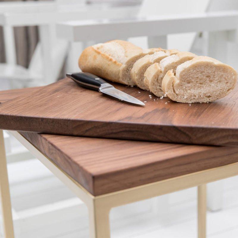 Borrelplank vierkant van duurzaam hout.