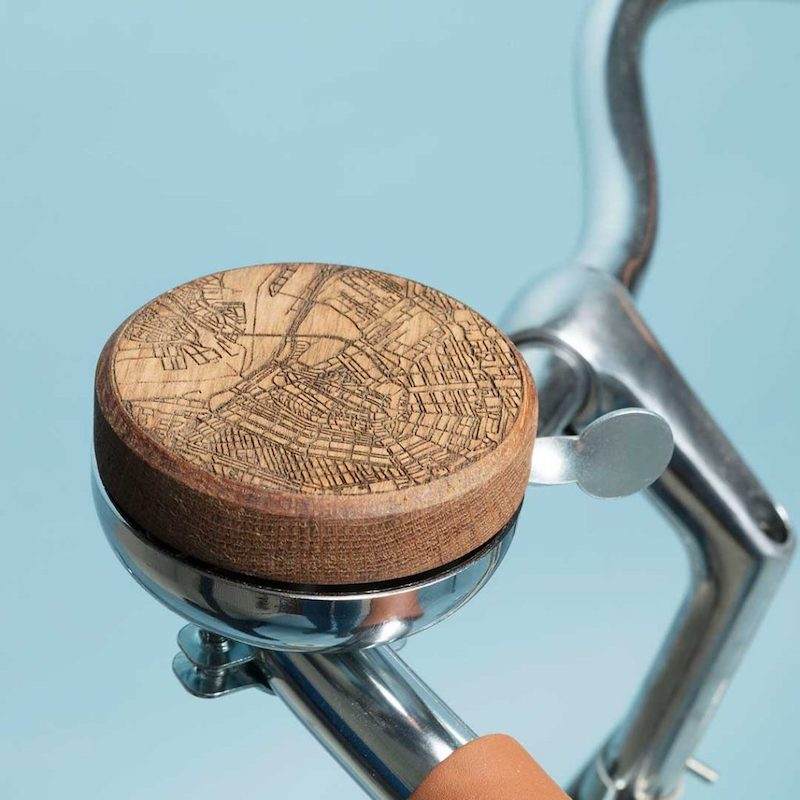 Fietsbel met Amsterdam centrum hout bij Studio Perspective