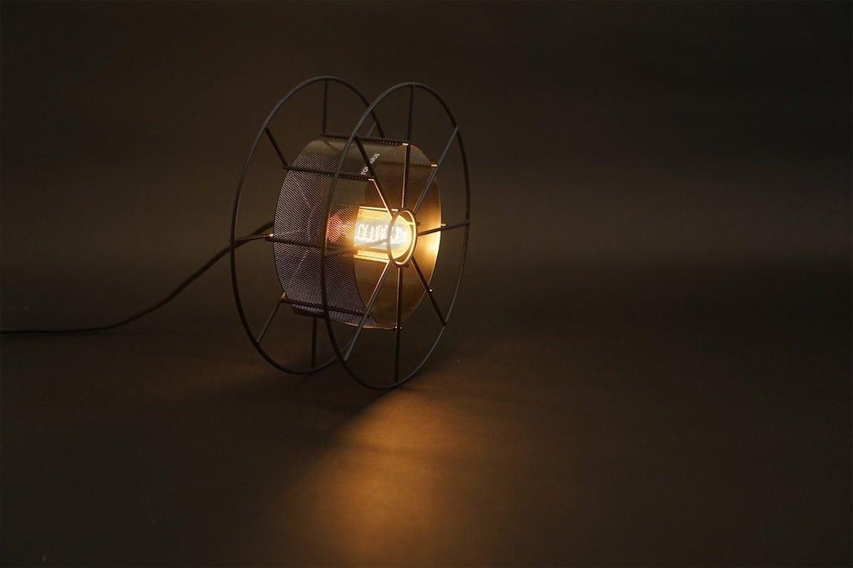 Spool-Black-Tolhuijs-zwarte-vloerlamp