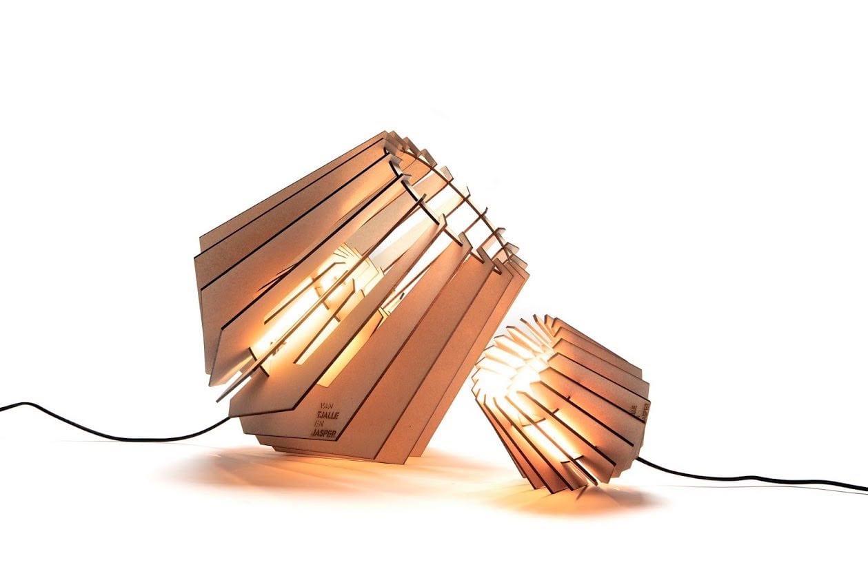 Spot-nik en Mini-spot Van Tjalle en Jasper duurzame houten geraamten lampen bij Studio Perspective.