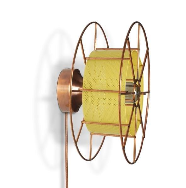 SPOOL WALL AMSTERDAM is een koperen wandlamp van Tolhuijs Design. Deze duurzame designlamp is gemaakt van wastematerial.
