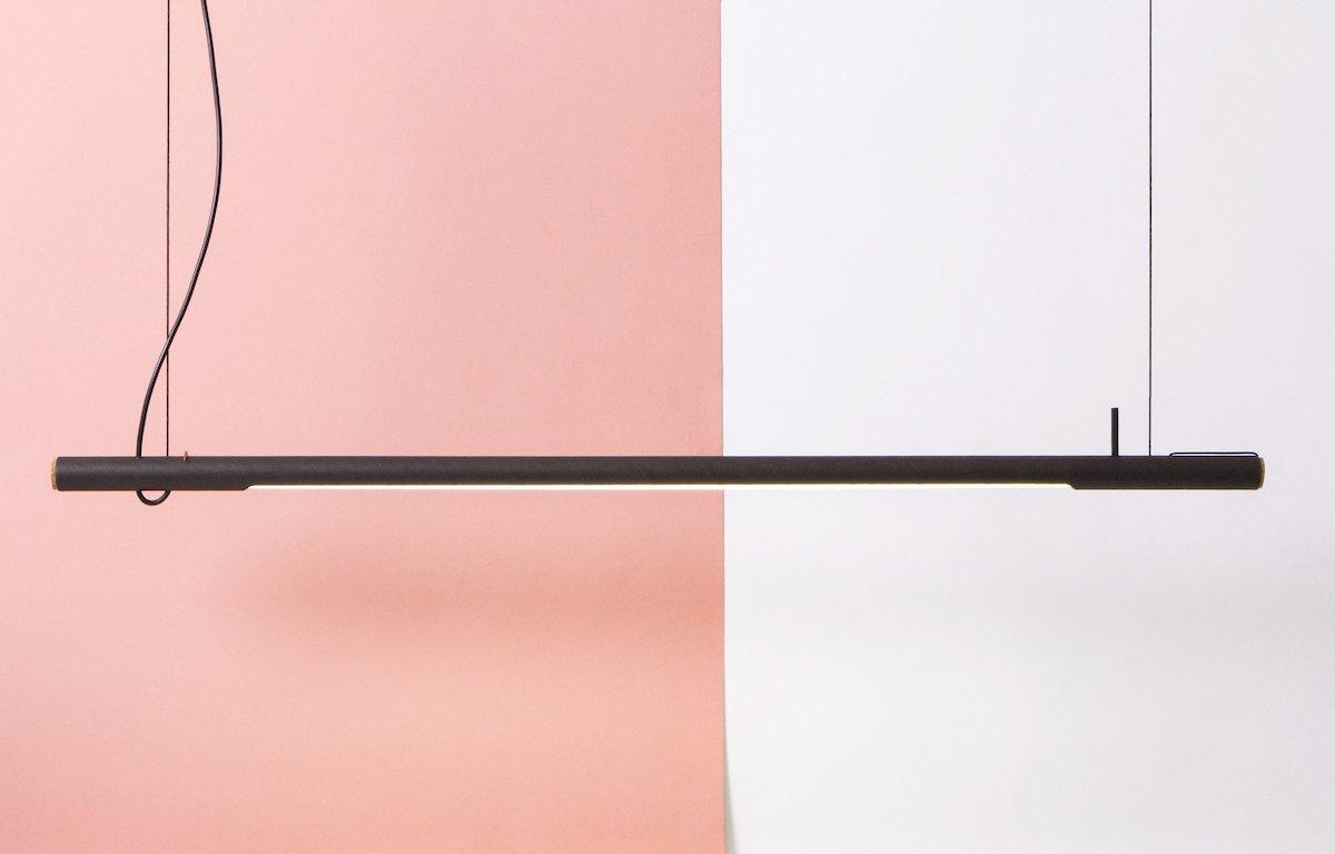 zwarte design lamp van karton bij Studio Perspective