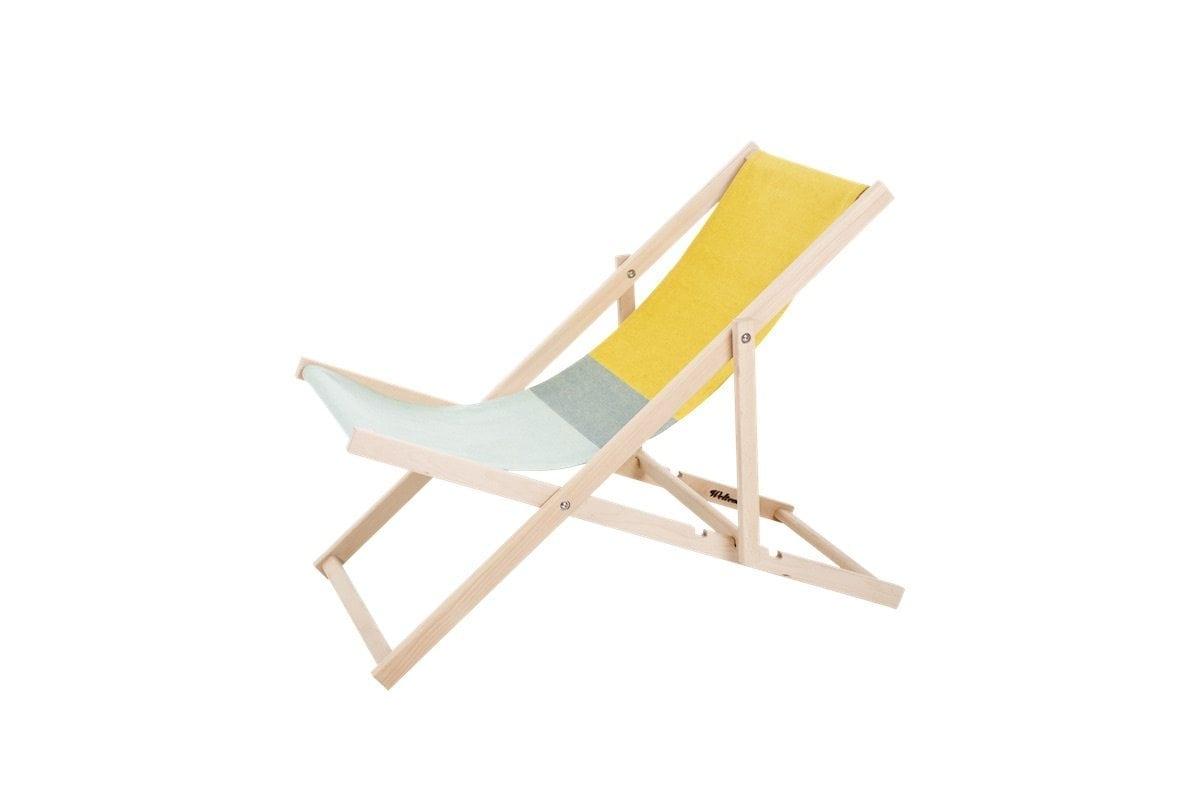 DeBeach Chair strandstoel van Weltevree is een iconische en duurzame strandstoel verkrijgbaar in twee kleuren bij Studio Perspective.