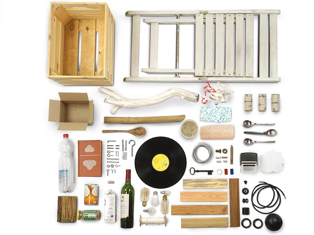 In A Book Full Of Rubbish laat Tolhuijs zien hoe je afval omtovert tot duurzame designproducten bij Studio Perspective.