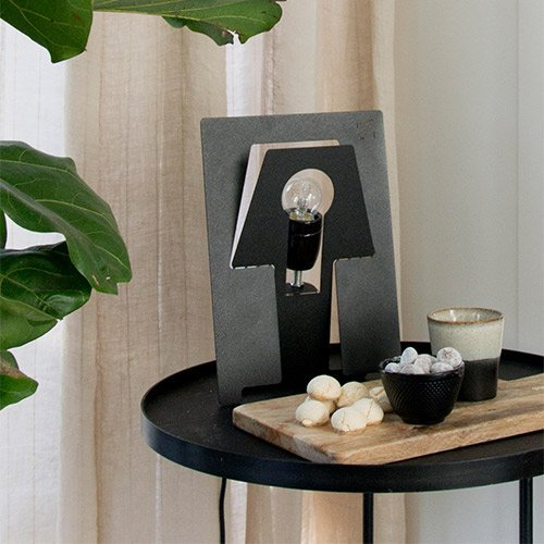Uitschuifbare tafellamp wit staal van restmateriaal bij Studio Perspective