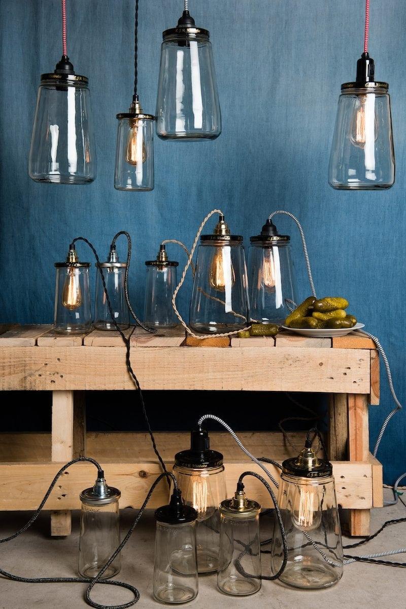 De Pickle Light Large is een duurzame hanglamp van Rescued gemaakt van oude Kesbeke augurken potten bij Studio Perspective.
