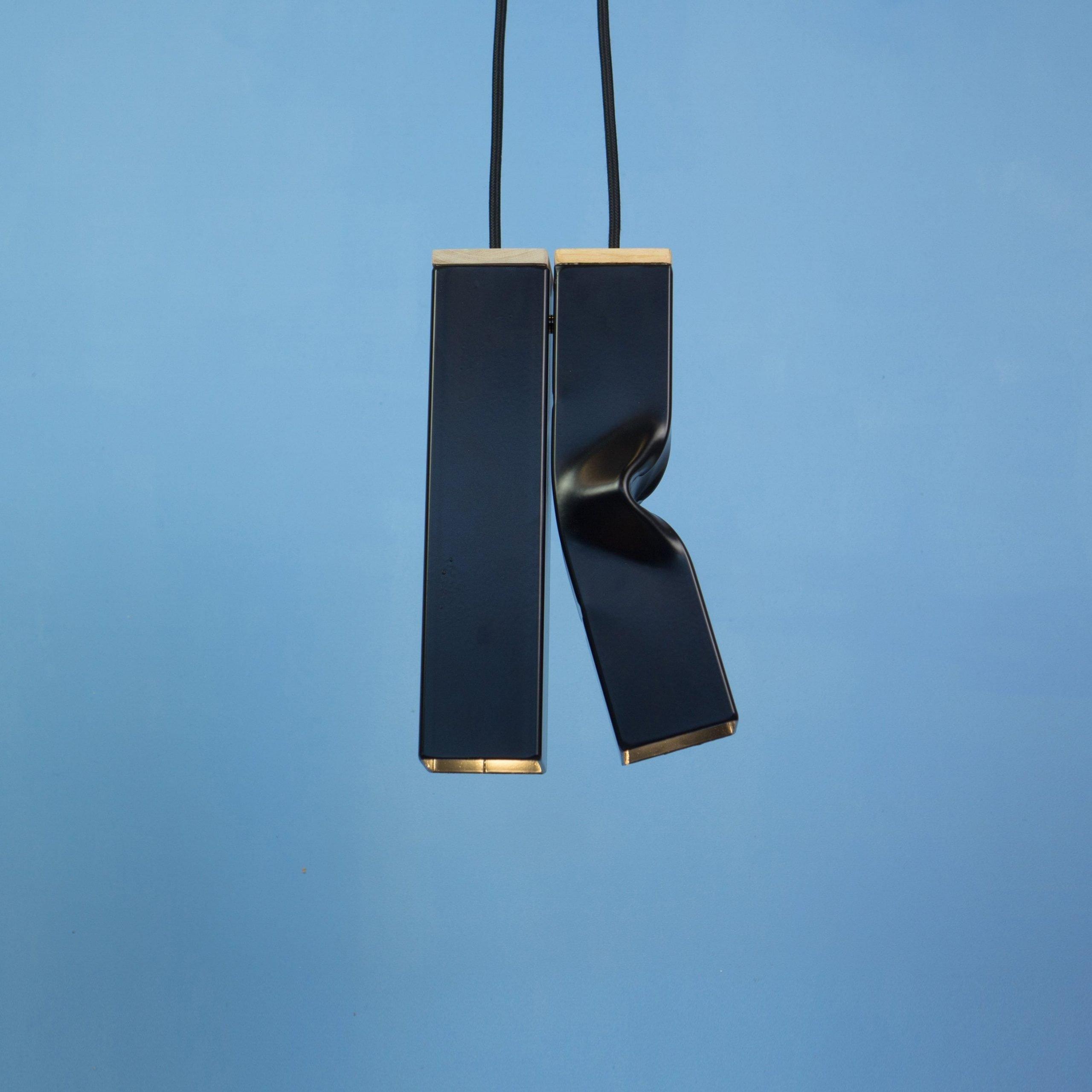 De Andy & Bendy lampen van Tolhuijs Design zijn industriële hanglampen gemaakt van afval. In 4 kleuren bij Studio Perspective.