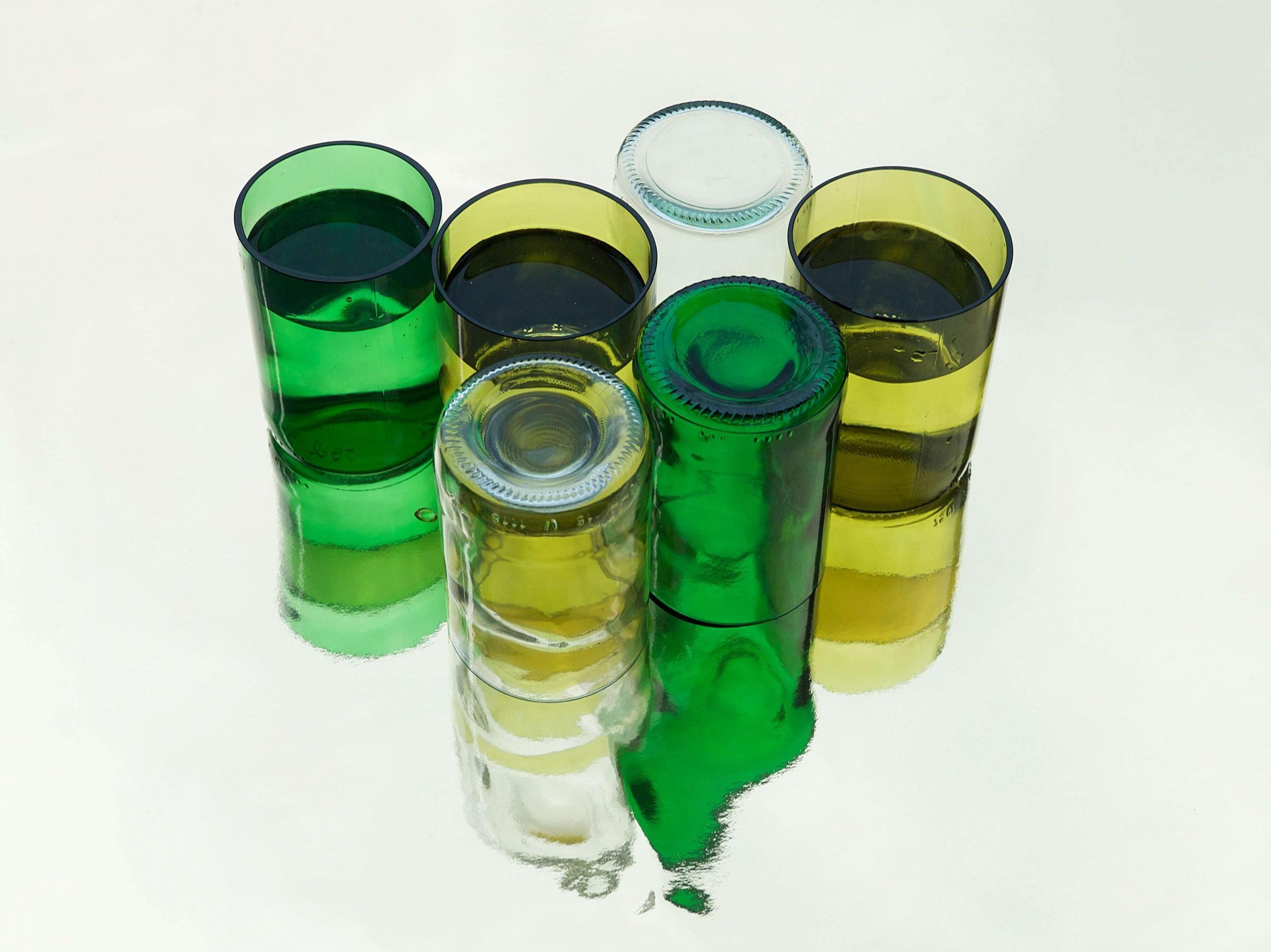 Rebottled gekleurde drinkglazen bij Studio Perspective