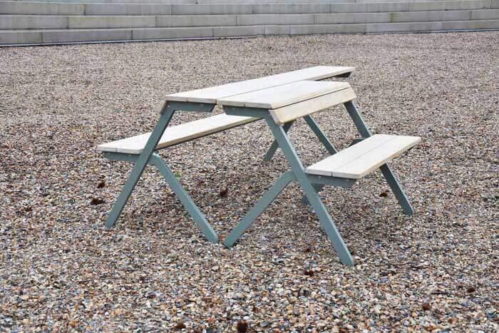 De Tablebench 2 en 4-Seater van Weltevree is ideaal als werkplek, maar kan ook functioneren als terras-, tuin-, balkontafel of bank.