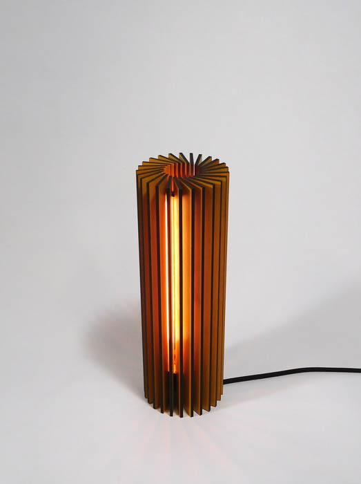 Duurzaam Design tafellamp rond hout